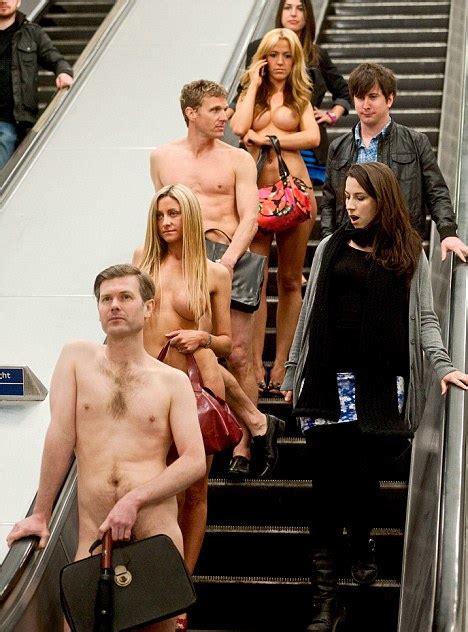 nude workers subway jpg 468x632
